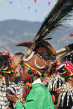 Traditionell Jingpo man på dansen Arkivfoto