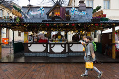 Traditionell jul marknadsför i den gamla staden av Potsdam. Arkivfoto