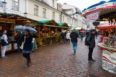 Traditionell jul marknadsför i den gamla staden av Potsdam. Arkivbild