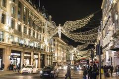 Traditionell julgarnering, Regent Street i centrala London, England, UK arkivfoton