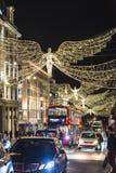 Traditionell julgarnering, Regent Street i centrala London, England, UK royaltyfria foton