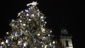 Traditionell julgran på den gamla stadfyrkanten i Prague, Tjeckien i 2015 lager videofilmer