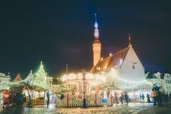 Traditionell julmarknad i Tallinn den gamla staden Arkivfoton