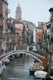 Traditionell kanal i Venedig Arkivbild