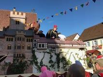 Traditionell karnevalprocession i Tyskland som ser till Martin Luther Royaltyfri Bild