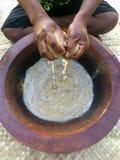 Traditionell Kava drink den nationella drinken av Fiji royaltyfria foton