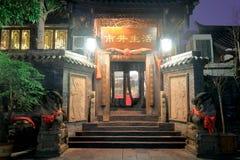 Traditionell kinesisk arkitektur av sikt för jingxiangzigrändnatten, srgb avbildar