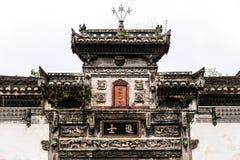 Traditionell kinesisk dörrtitelrad royaltyfri bild