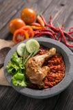 Traditionell kryddig sås eller sambal för Ayam penyet Royaltyfri Bild
