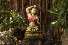 Traditionell kvinnlig gudinna i templet Bangkok, Thailand Royaltyfri Foto
