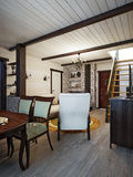 Traditionell lantlig hantverkareFarmhouse Living rum och äta middagro Royaltyfria Bilder