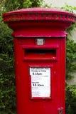 Traditionell london röd brevlåda Royaltyfria Bilder