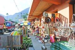 Traditionell malagasy gatamarknad Arkivfoton