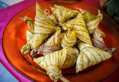 traditionell malaysianmat för ketupat Arkivfoton
