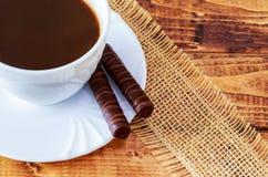 traditionell matitalienare Cantuccini kakor med svart kaffe Arkivfoto