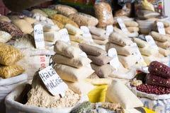 Traditionell matmarknad i Peru. Royaltyfri Foto