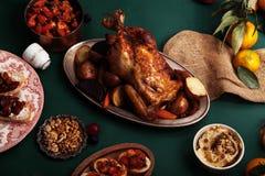 Traditionell matställe med grillad höna Royaltyfri Bild