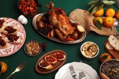 Traditionell matställe med grillad höna Royaltyfri Fotografi