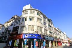 Traditionell minnan arkitektur av zhongshanluen som går den kommersiella gatan Royaltyfri Bild