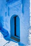 Traditionell moroccan dörrdetalj i Chefchaouen, Marocko, Afrika Fotografering för Bildbyråer