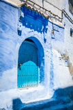 Traditionell moroccan dörrdetalj i Chefchaouen, Marocko, Afrika Royaltyfria Foton