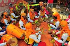 Traditionell musik på det Madura tjurloppet, Indonesien Royaltyfri Fotografi