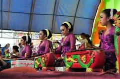 Traditionell musik på det Madura tjurloppet, Indonesien Arkivbilder