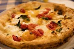 Traditionell Neapolitan pizza fotografering för bildbyråer