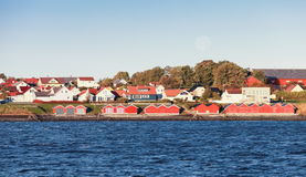 Traditionell norsk by houses trä arkivbilder