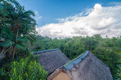Traditionell och antik för Balinesestilvilla design för flyg- sikt Royaltyfria Foton