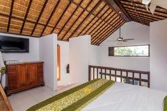 Traditionell och antik sovrumvilla i Bali Arkivbild