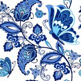 Traditionell orientalisk sömlös paisley modell Tappningblommaprydnad med fjärilar i blåa färger dekorativt Arkivbilder