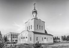 Traditionell ortodox kyrka i Frunze, liten by i Krim Arkivfoto