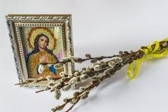 Traditionell ortodox symbol av Mary Broderat från pärlor royaltyfri foto