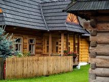 Traditionell polsk träkoja från Zakopane, Polen Arkivbilder