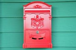 Traditionell röd postbox Arkivfoto