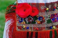 Traditionell rumänsk folkdräkt för kvinnor Arkivfoton