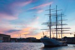 Traditionell seilboat i stan Gamla, Stockholm, Sverige, Europa Fotografering för Bildbyråer