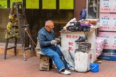 Traditionell skomakare i Hong Kong Arkivfoton