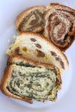 Traditionell slovensk söt rulle kallade potica Arkivfoto
