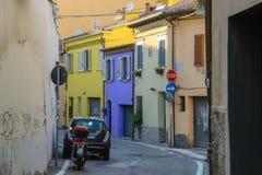 Traditionell smal gata i mitten av Rimini, Italien royaltyfri bild