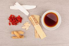 Traditionell soppabakgrund för kinesisk medicin Arkivbild