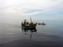 Traditionell srilankesisk fiskebåt i Mirissa Royaltyfri Bild