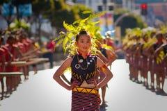 traditionell stående s för klädflickaigorot Arkivfoton