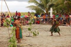 Traditionell stam- händelse på maskeringsfestivalen Arkivbild