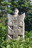 Traditionell stenskulptur i trädgård i Bali, Ubud, Indonesien arkivbild