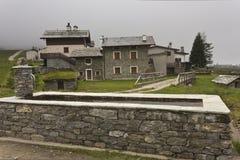 Traditionell stenspringbrunn I Arkivfoto