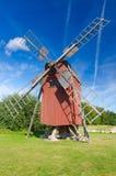 Traditionell svensk gammal väderkvarn Arkivfoton