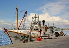 Traditionell Taiwan fiskebåt i port Arkivbilder