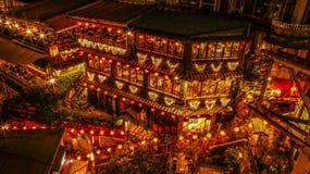 Traditionell tehus av Jiufen i Taiwan vid natt royaltyfri bild